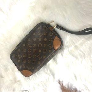 💄 Louis Vuitton wristlet